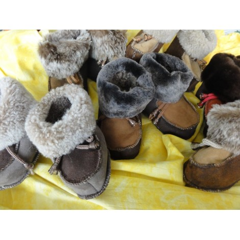 Chaussons chauds bébé en peau de mouton