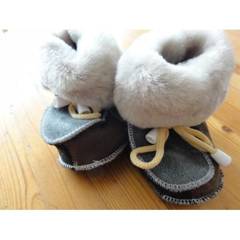 Chaussons chauds souples bébé en peau de mouton